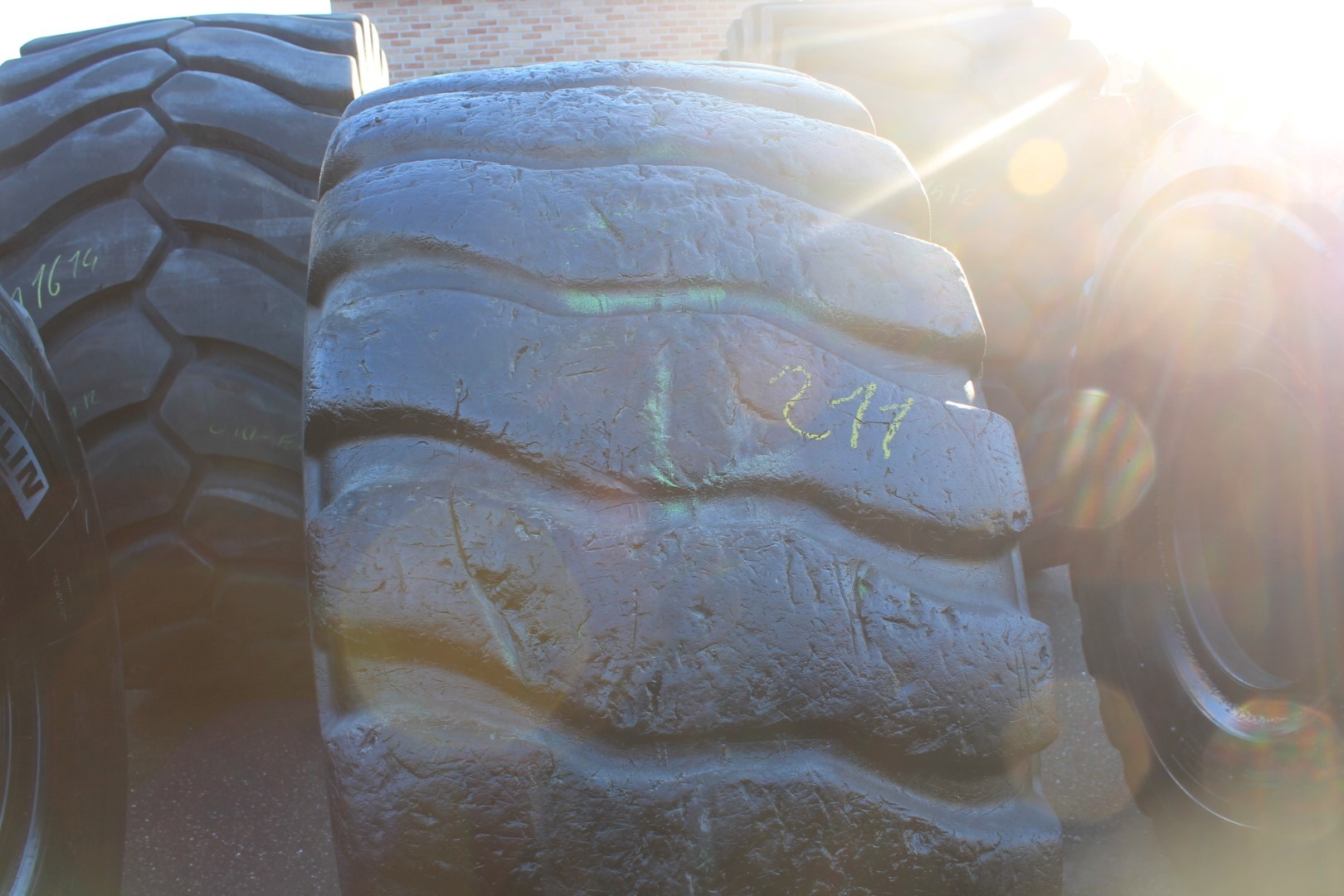 used tire 20.5R25 Bridgestone